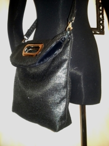 shoppertote_blacksparkle_cutouthandle_foldedside