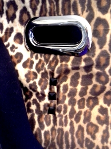 shoppertote_leopard_cutouthandle_closeup
