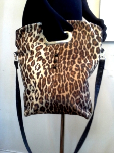 shoppertote_leopard_cutouthandle_front