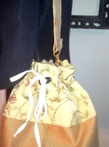 bucketbag_goldfloral_closeup